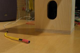 Prototype (micro et haut-parleur dans boîte de bois)