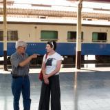 Kate et Sidi Phong sur le quai de la gare