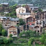 Le Centre d'Arte i Natura et le village de Farrera